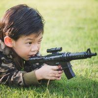 Las armas de fuego ¿defienden a los niños o los matan?