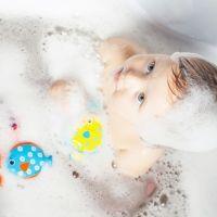 Lo que esconden los juguetes de la bañera de tu hijo