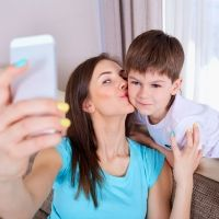 Señales que indican que te estás convirtiendo en una madre molesta en redes sociales