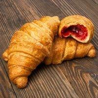 Croissants con mermelada. Receta para la merienda de los niños
