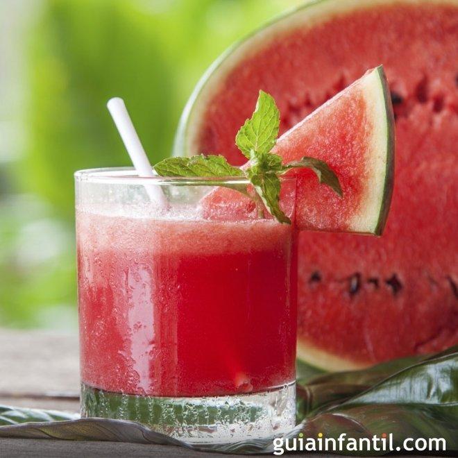Zumo o batido de sand a bebida refrescante para los ni os - Como hacer zumo de fresa ...