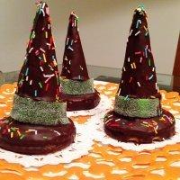 Gorros de bruja con chocolate. Postre de Halloween para niños