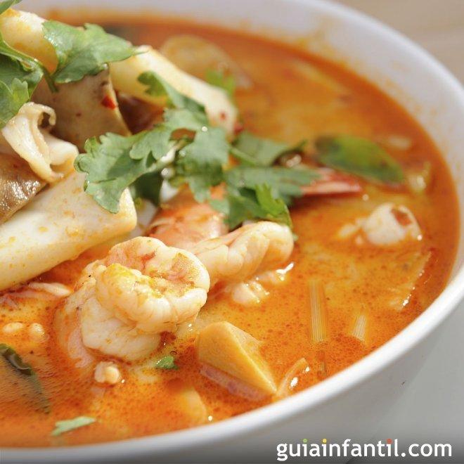 Sopa de marisco. Recetas de pescado para niños