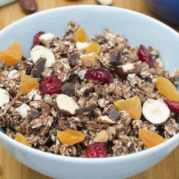 Copos de avena y fruta con chocolate