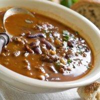 Potaje de alubias rojas con verduras. Receta de legumbres para niños