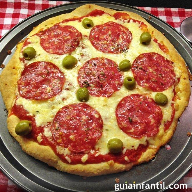 Pizza casera de salchichón para niños. Receta fácil y rápida