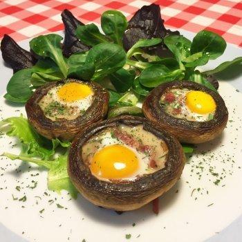 Champiñones con jamón y huevo