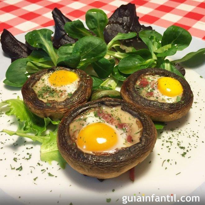 Champiñones rellenos de jamón y huevo de codorniz