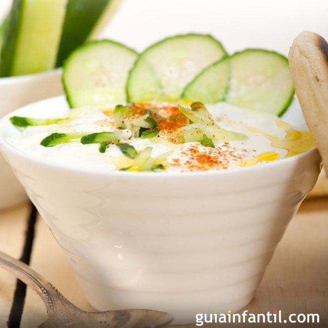 Salsa griega de yogur y pepino. Receta de Tzatziki
