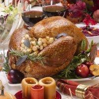 Capón relleno de castañas y manzanas para Navidad