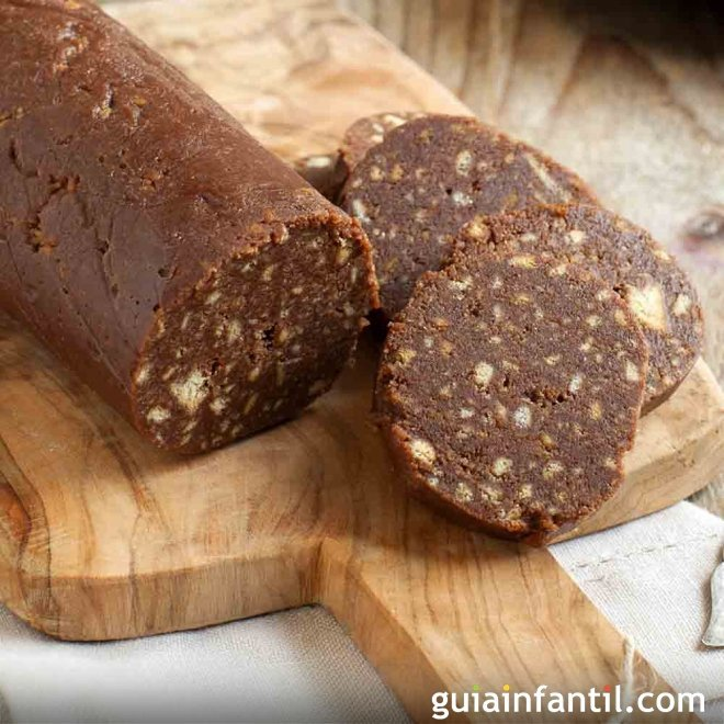 Embutido de chocolate. Salami dulce para niños