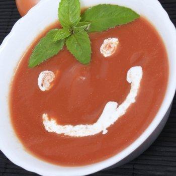 Sopa de tomate con sonrisa