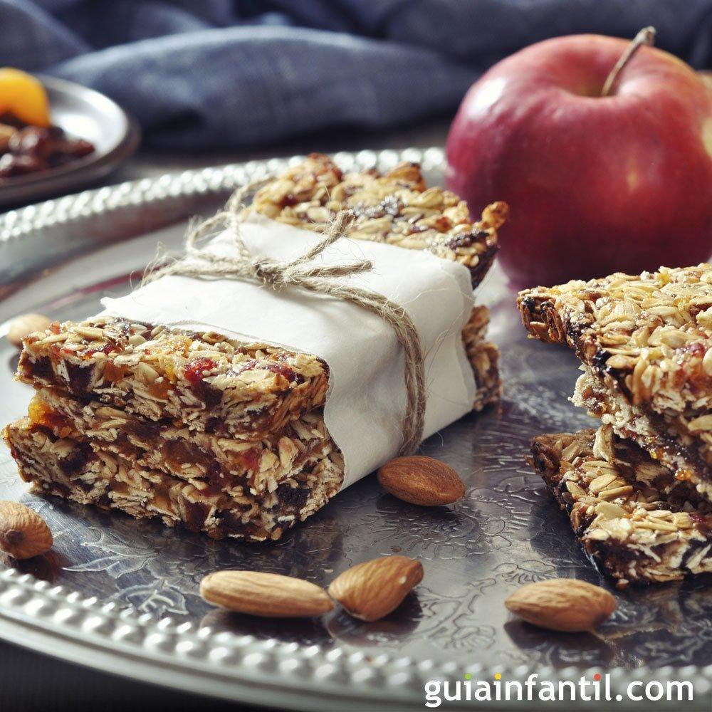 Barritas de cereales con manzana. Recetas para niños