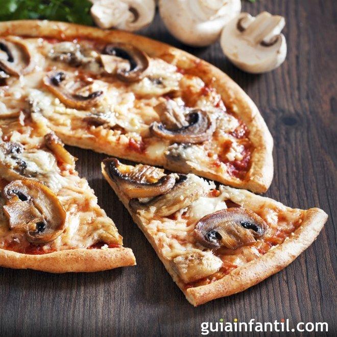 Pizza vegetal de champiñones y espárragos trigueros