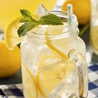 Limonada casera. Bebida refrescante para niños