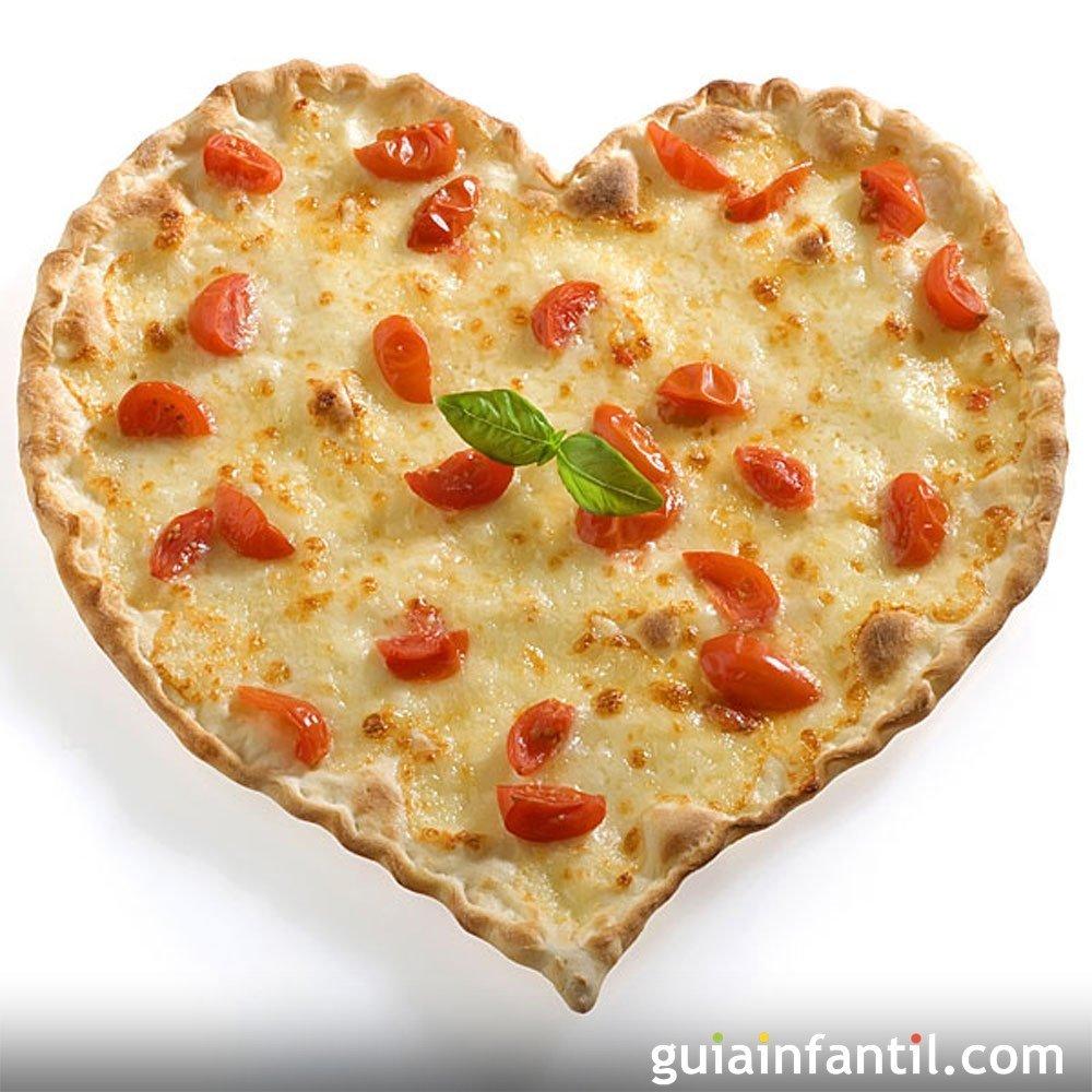 Quiche de queso y tomates cherry en forma de corazón