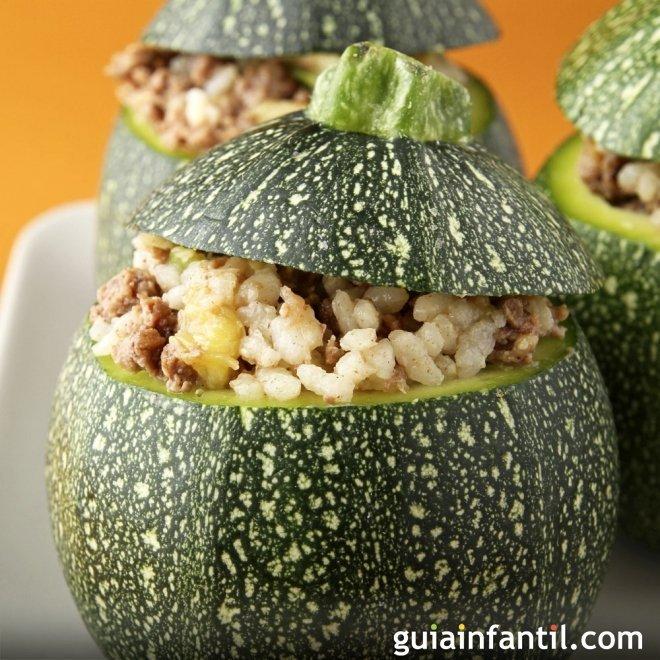 Calabacines rellenos de carne y arroz. Receta sencilla para los niños
