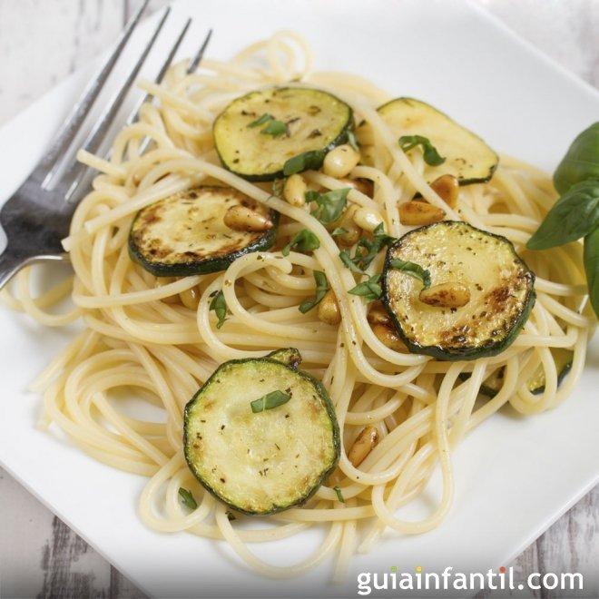 Espaguetis con calabacín. Receta ligera y vegetariana