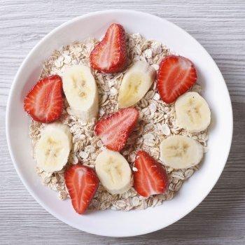 Cereales con fresas y plátano