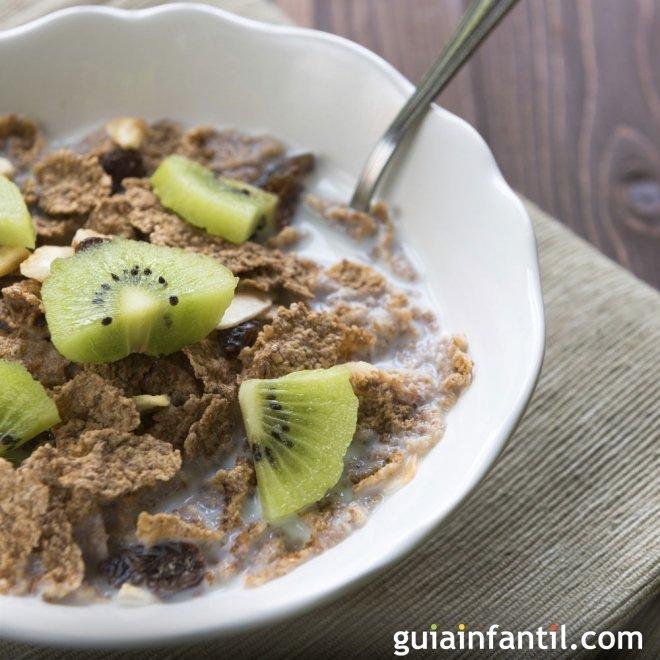 Muesli con kiwi y pasas, desayuno muy digestivo