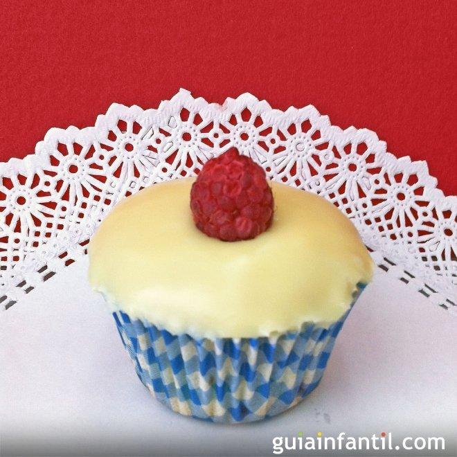 Muffins de frambuesa y chocolate blanco, esponjosa merienda