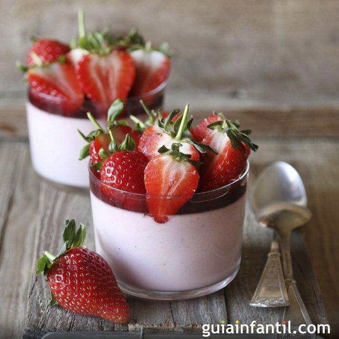 Mousse de yogur y fresas, postre suave paso a paso