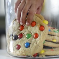 Galletas con M&M o Lacasitos