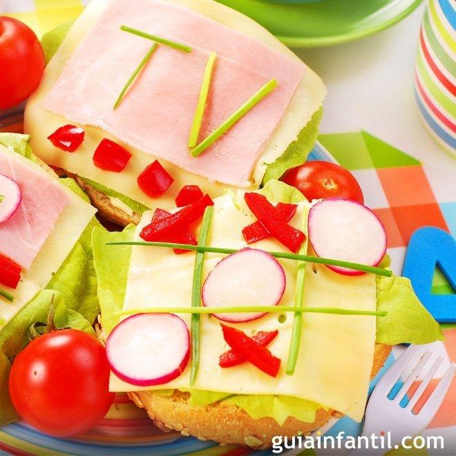 Sándwich de tres en raya, merienda divertida para niños