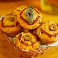 Muffins de salchichas y albahaca para fiestas infantiles