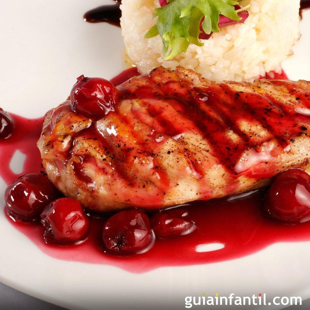 Pollo arom tico al horno con salsa de cerezas - Salsas para el pollo al horno ...