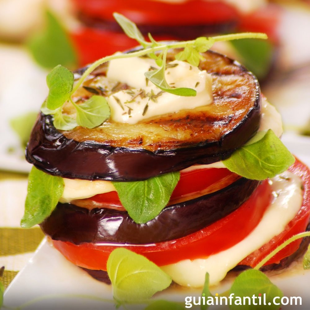 Torre de berenjena con tomate y parmesano al horno