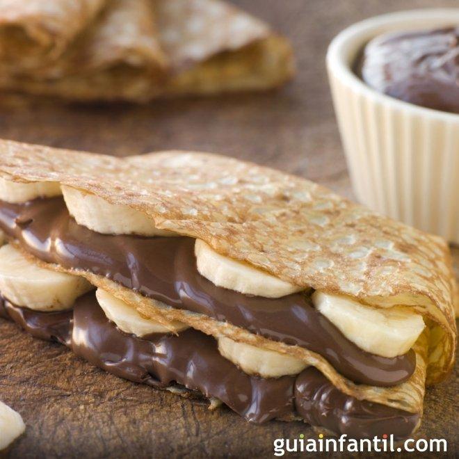 Crepes rellenos de chocolate y plátano. Receta rica y sencilla