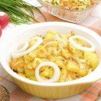 Patatas estofadas con verduras. Comida vegetariana