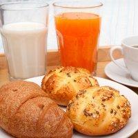 Bollitos de leche con cereales para el desayuno de los niños