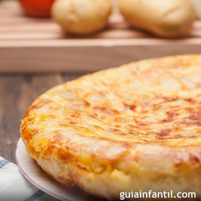 Tortilla de patatas. Recetas tradicionales para niños