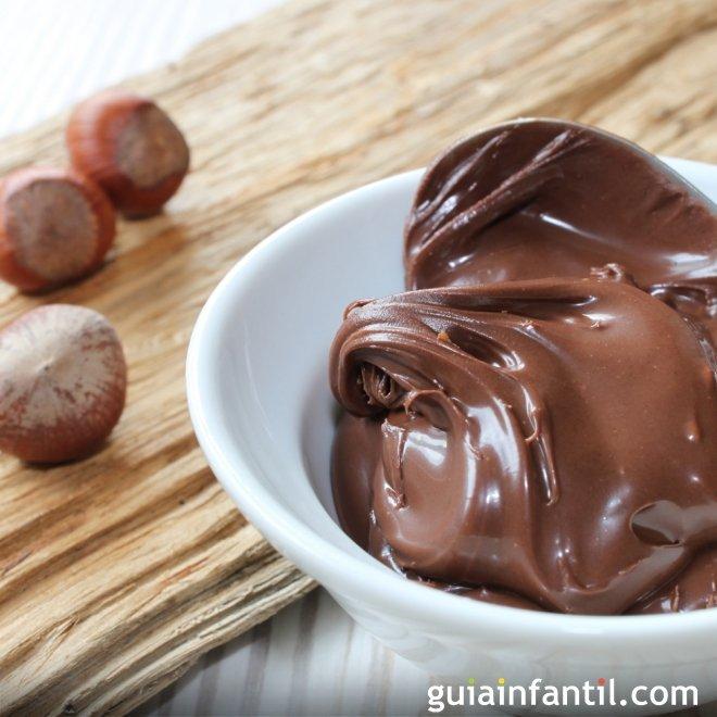 Receta de la crema de cacao con avellanas para tartas y pasteles