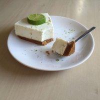 Cheesecake de lima. Tarta con fruta para niños