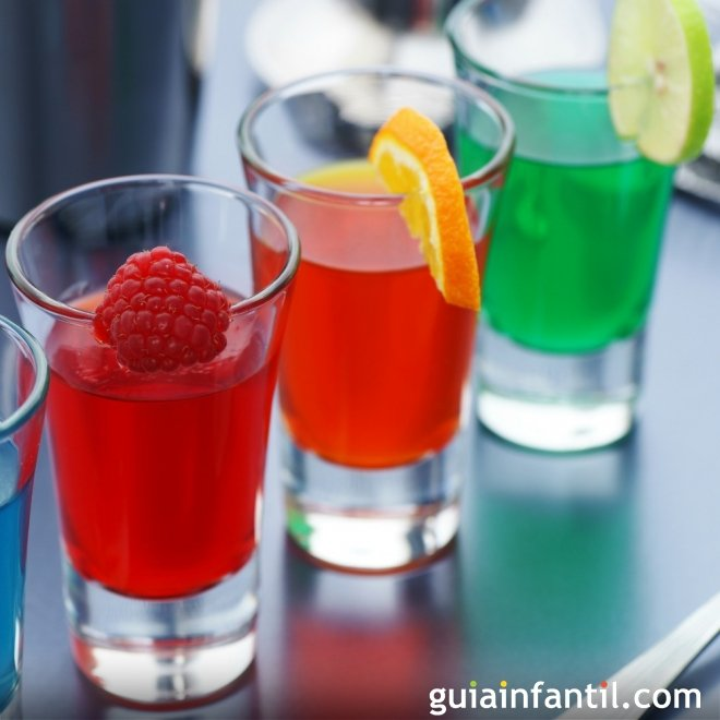 Gelatina con zumo de frutas para niños
