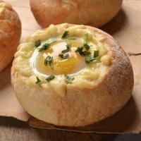Pan relleno de huevo, jamón y queso. Receta fácil y rápida