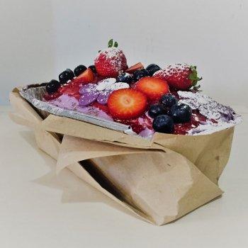 Receta de Plum cake de violetas y frutos rojos para celebraciones