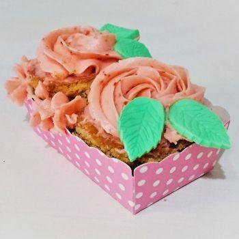 Jardineras con cupcakes de rosas y fresas. Recetas de trampantojo