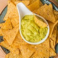 Recetas con totopos o nachos caseros. Comida mexicana