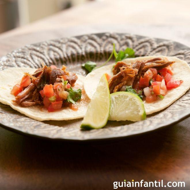 Tacos de carnitas mexicanas para la comida de los niños
