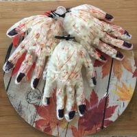 Manos sangrientas para Halloween con palomitas. Recetas divertidas para niños
