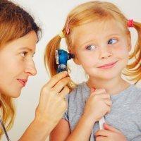 Como evitar problemas auditivos en los niños