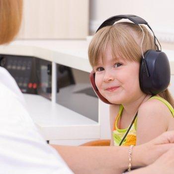 Pruebas para detectar la sordera en los niños