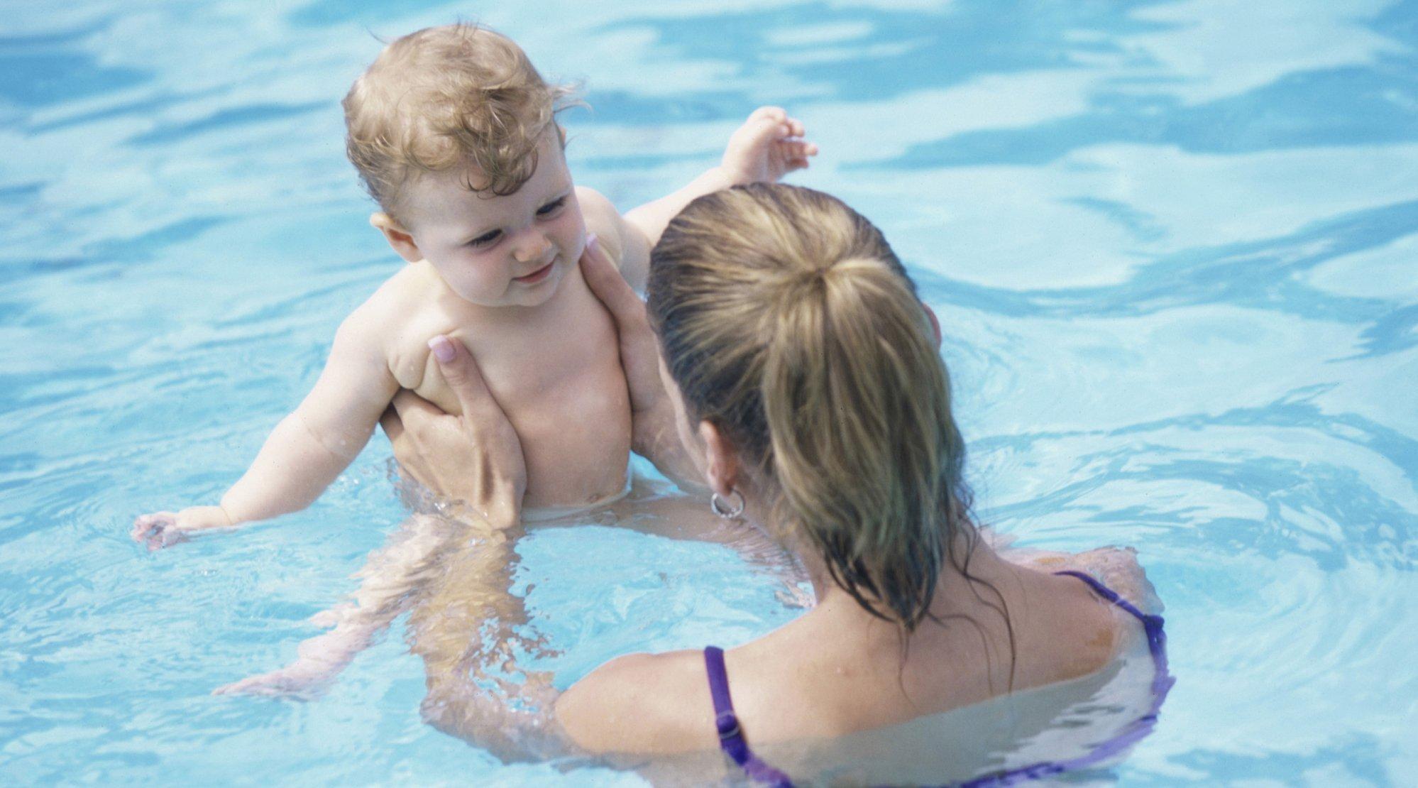 Cuidados del o do de los ni os en piscinas - Panales para piscina ...