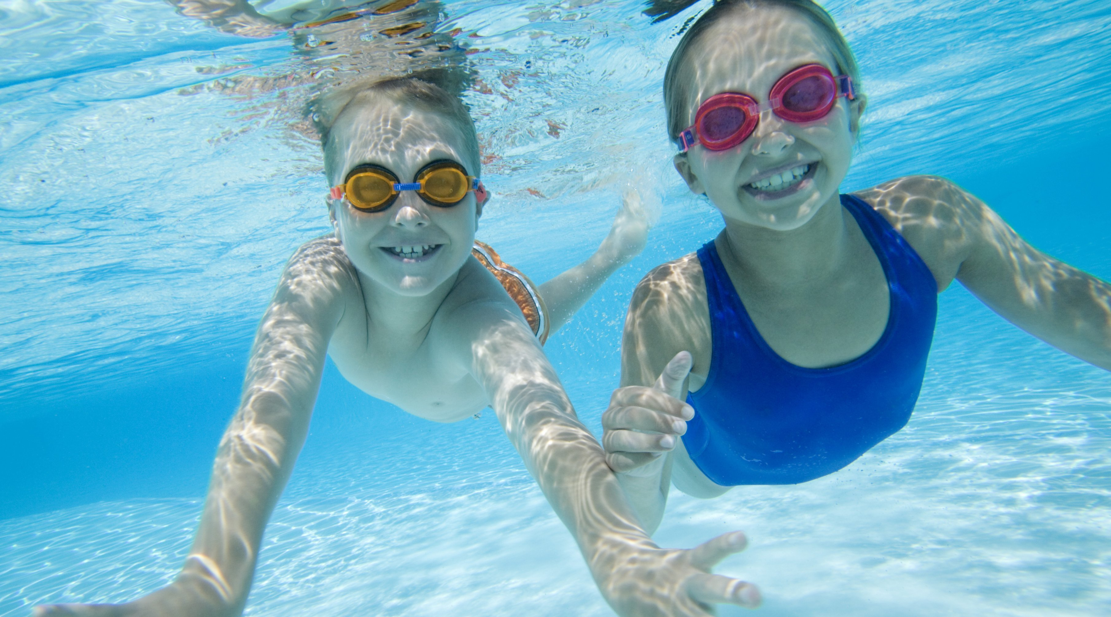 Molestias de los o dos en piscina for Piscinas bebes