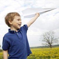 Cómo hacer un avión de papel para tu hijo