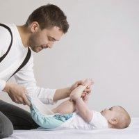 Padre primerizo y el pis del bebé
